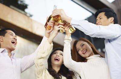 春は新人歓迎会や新歓コンパの季節。未成年に対するアルコールの影響、それに飲酒経験の少ない人への注意点をきちんと把握しておこう。写真はイメージ=(c)imtmphoto-123RF