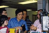 米国で製造現場を視察するJ&Jの日色社長(右から3人目が日色氏)