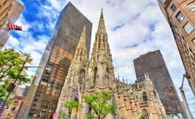 19世紀半ばにアイルランド人、後半にはイタリア人が多く移住し、米国のカトリックコミュニティーが広がった(ニューヨーク・マンハッタンの聖パトリック大聖堂)