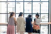 「いつかフリーランスになりたいよね」という女性が増えています(nikkei WOMAN Onlineより)=PIXTA