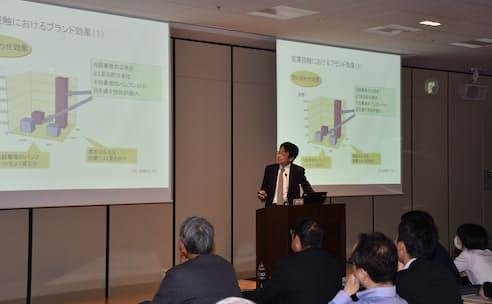 日経BizGateセミナーで講演する慶応大ビジネススクールの余田教授(17日、東京都千代田区)