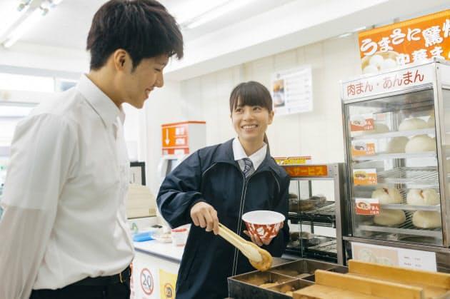 実は日本語エリート? 外国人コンビニ店員がすごい|出世ナビ|NIKKEI STYLE