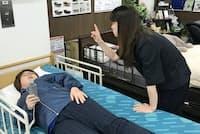 時間を設定して自動的に寝返りできる介護ベットもある(フランスベッドのリハテックショップ新宿店)