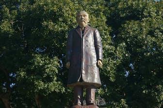 「地元」の山口県萩市にある伊藤博文の銅像=PIXTA