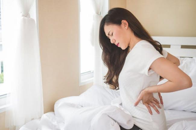 朝、腰が痛い場合、原因は睡眠中の姿勢にありそうだが、どうなのだろうか。写真はイメージ=(c)Nattakorn Maneerat-123RF