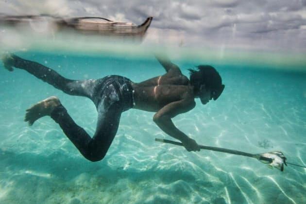 水深60mに10分素潜り 驚異の漂海民族にDNA変異|ナショジオ|NIKKEI STYLE