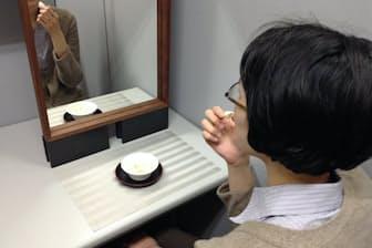 名古屋大の中田龍三郎氏は鏡の前で食事する効果を実験してみた(中田氏提供)