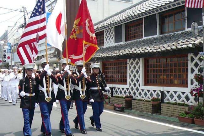 「黒船祭」は2018年5月18~20日。開国市や伊豆クルーズ軍艦見学船などイベント多数。18日は海上花火大会、19日には公式パレードや下田条約調印の再現劇も