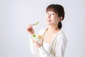 どう食べるかで老いの進み方が変わってくる(写真はイメージ=PIXTA)