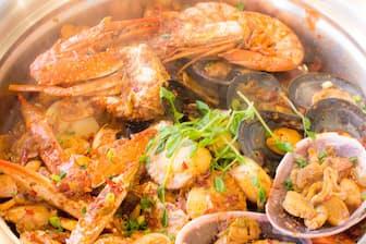 お店イチオシのコースメニュー香辣海鮮蟹鍋
