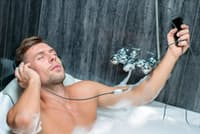 精巣は熱に弱いので、サウナや長風呂は控えめにしたい。写真はイメージ=(c)georgerudy-123RF