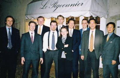 欧州工場で進めていた生産改革プロジェクトのメンバーと(96~97年ごろ、右から2人目が本人)