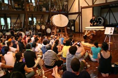 新潟県佐渡市で毎年8月に開催される「アース・セレブレーション」は太鼓芸能集団の音楽ライブなどを楽しめ、訪日客の満足度が高い
