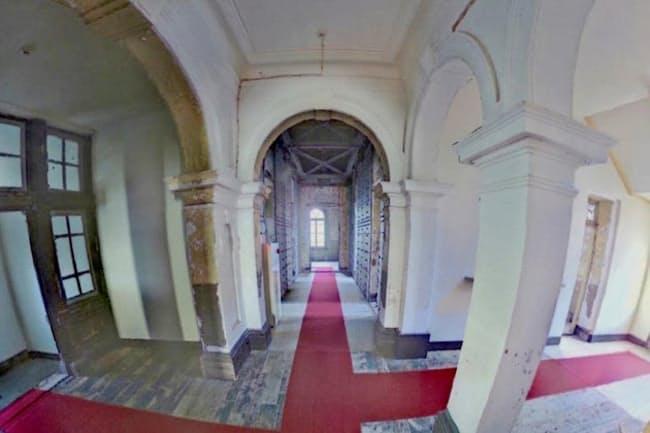 官営八幡製鉄所の旧本事務所。VRで実際に歩いているように見学できる=北九州市提供