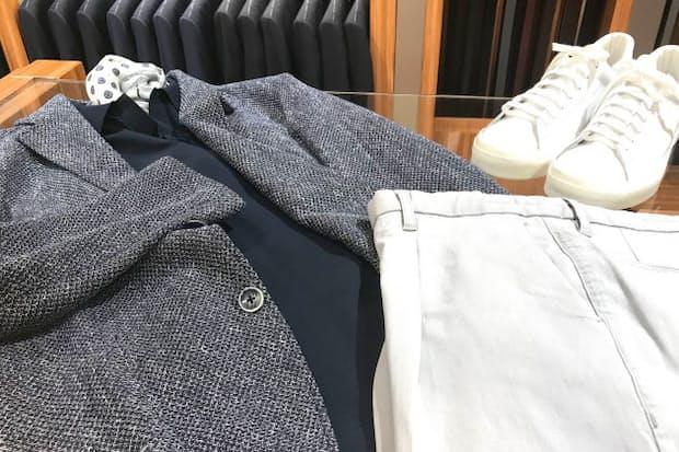 メッシュでハリ感のあるジャケットやスニーカーを合わせた清潔感のある装い