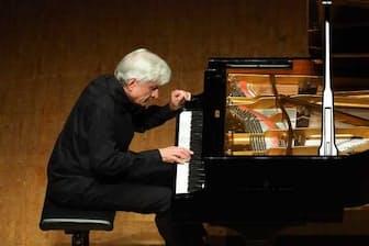 フランス音楽にもめざましい成果を挙げたペーター・レーゼルのピアノ・リサイタル(2018年5月8日、東京・紀尾井ホール。撮影=ヒダキトモコ、提供=紀尾井ホール)