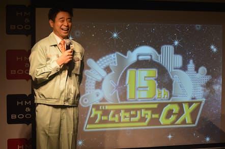 """3月に開催された15周年5大イベントの発表会では、有野晋哉が番組でおなじみの""""課長""""姿で登壇した。"""
