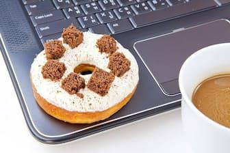仕事中に差し入れのドーナツは「おやつ」で食べても大丈夫?(写真はイメージ=PIXTA)
