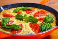 サバ缶調理例「さば水煮のトマトフリッタータ」(画像提供:ニッスイ)
