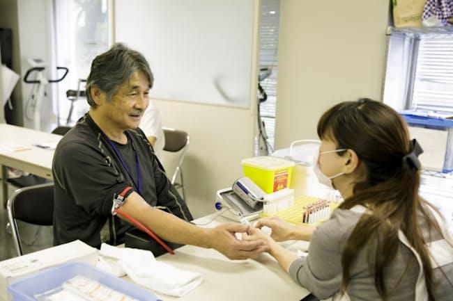 早稲田大学が卒業生を対象に毎週実施している測定・検査(埼玉県所沢市、小泉賢一郎氏撮影)