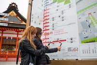 PIJINは、外国人が観光地のQRコードをスマホで読み取ると母国語で案内文を読めるサービスを展開している(写真は京都市の伏見稲荷大社)