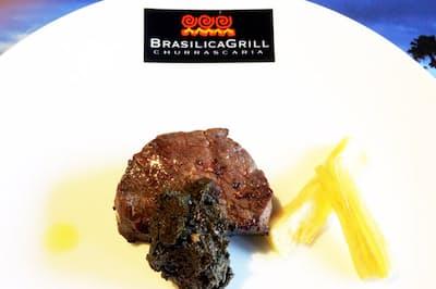 ベレン料理でよく使われる食材・キャッサバイモの付け合わせとその葉をソースに使った牛ステーキ