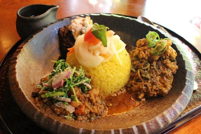 「旧ヤム邸 シモキタ荘」の3種類のキーマカレーが味わえる「ぜんがけ」
