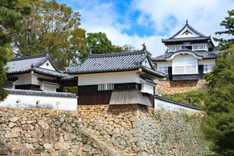 国の重要文化財に指定されている備中松山城(岡山県高梁市)=PIXTA