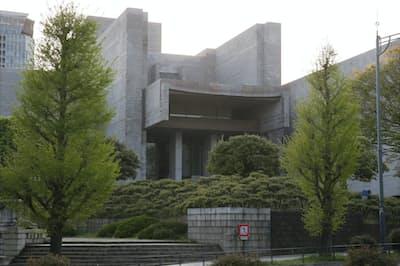 司法取引の導入は日本の司法制度の大きな転換点となる(最高裁判所の外観)