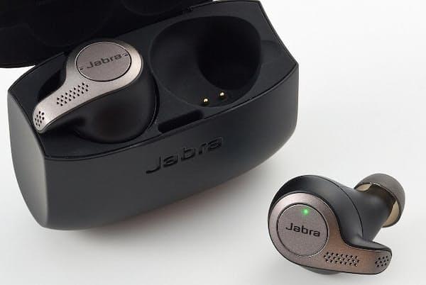 スポーツ向けイヤホンの定番ブランドとして知られるJabraから、完全ワイヤレスイヤホン「Jabra Elite 65t」が発売された。軽いスポーツで使える防じん防滴機能を備え、音質も魅力だ (日経トレンディネットより)