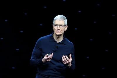 米アップルの世界開発者会議で基調講演するティム・クック最高経営責任者=4日、米サンノゼ(共同)