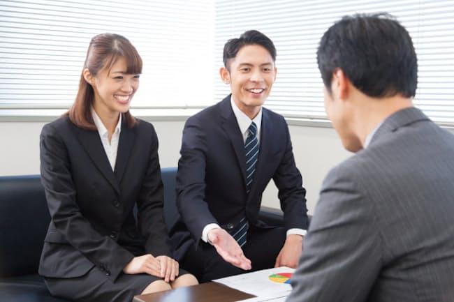 商談を進めるうえでは、相手側の利益を提案するほうが納得してもらいやすいことが多い。 写真はイメージ=PIXTA