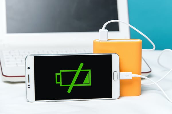 バッテリー切れを防ぐためにも、バッテリーの特性を知り、賢く使うことが大切。バッテリーの基本と、新常識を身に付けておこう