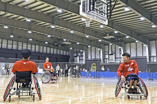 アリーナ部分の床面積は2000平方メートルあり、車いすバスケットのコートが3面とれる(東京都品川区)=共同