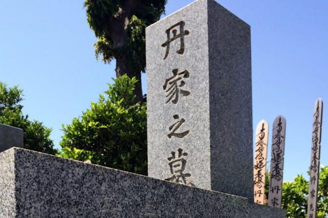 家訓は自身が生前に立てた墓石に刻んでいる