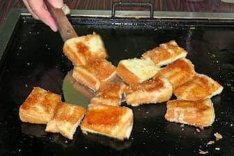 やまとのパンカツは厚切りパンを使い、ラードで焼く