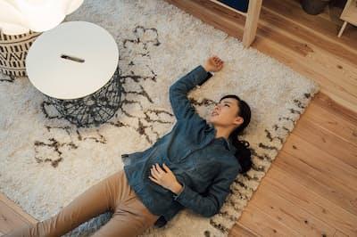 「仕事、好きなんだけどなぁ。疲れが取れない……」(nikkei WOMAN Onlineより)=PIXTA