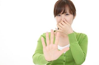 ミドル脂臭は女性に強烈な不快感を与える(写真はイメージ=PIXTA)