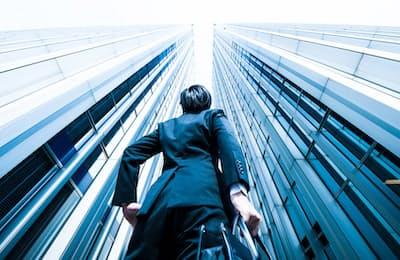 長期的な視点で経営できるなど、同族経営には利点もある。写真はイメージ