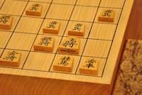 羽生善治竜王ら先輩世代の「天才」が多様な戦術を駆使してライバルを翻弄したのに対して、藤井7段は作戦の幅が狭い