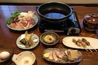 松よしのシャモすき焼きコースは、店主・松沢さんの創作料理が加わることも