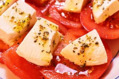 塩豆腐をトマトと一緒にカプレーゼ仕立てに