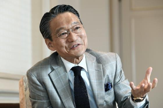 「ホテルマンにも個性が必要。第一印象で目を引くことはプラスにもなる」と話す藤田観光の瀬川章社長