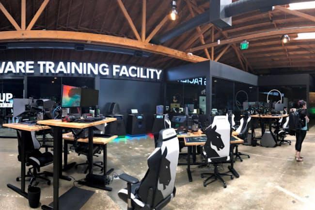 今年3月に完成したeスポーツチーム「チームリキッド」の訓練施設。デルがゲーム用PCなどを提供した