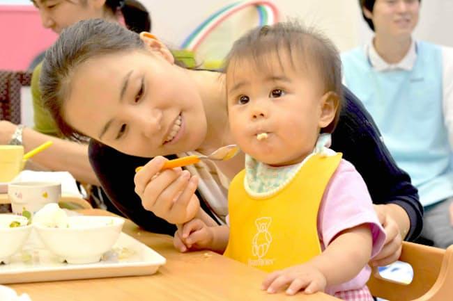 堂本君恵さんは1歳児の子育てをしながら、フルタイムで働いている