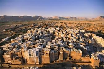 イエメンのシバームの旧城壁都市(Photograph by George Steinmetz, Getty Images)