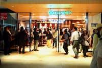 南側の地下1階には3年ぶりの復活となる「スナックパーク」がオープン。13店舗のうち8店舗が新規出店
