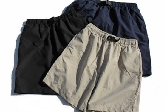 メッシュライナーが付いた水陸両用ショーツ。シルエットは細すぎないものになっているため、着用時も水着と思わせない(Cobracaps / Microfiber All Purpose Shorts 4,320円税込み)