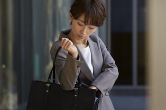 バッグには必要なモノだけ入れることで仕事も効率化する(写真はイメージ=PIXTA)