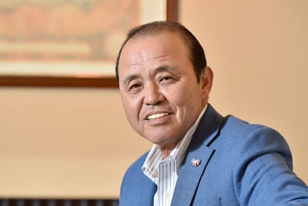 1957年大阪市出身。80年阪神入団。バース、掛布とともに強力な猛虎打線を形成し、85年の日本一に貢献。94年オリックスに移籍し、95年引退。2004~08年まで阪神監督を務め、05年セ・リーグ制覇。10~12年までオリックス監督。現在は野球解説者。大岡敦撮影。